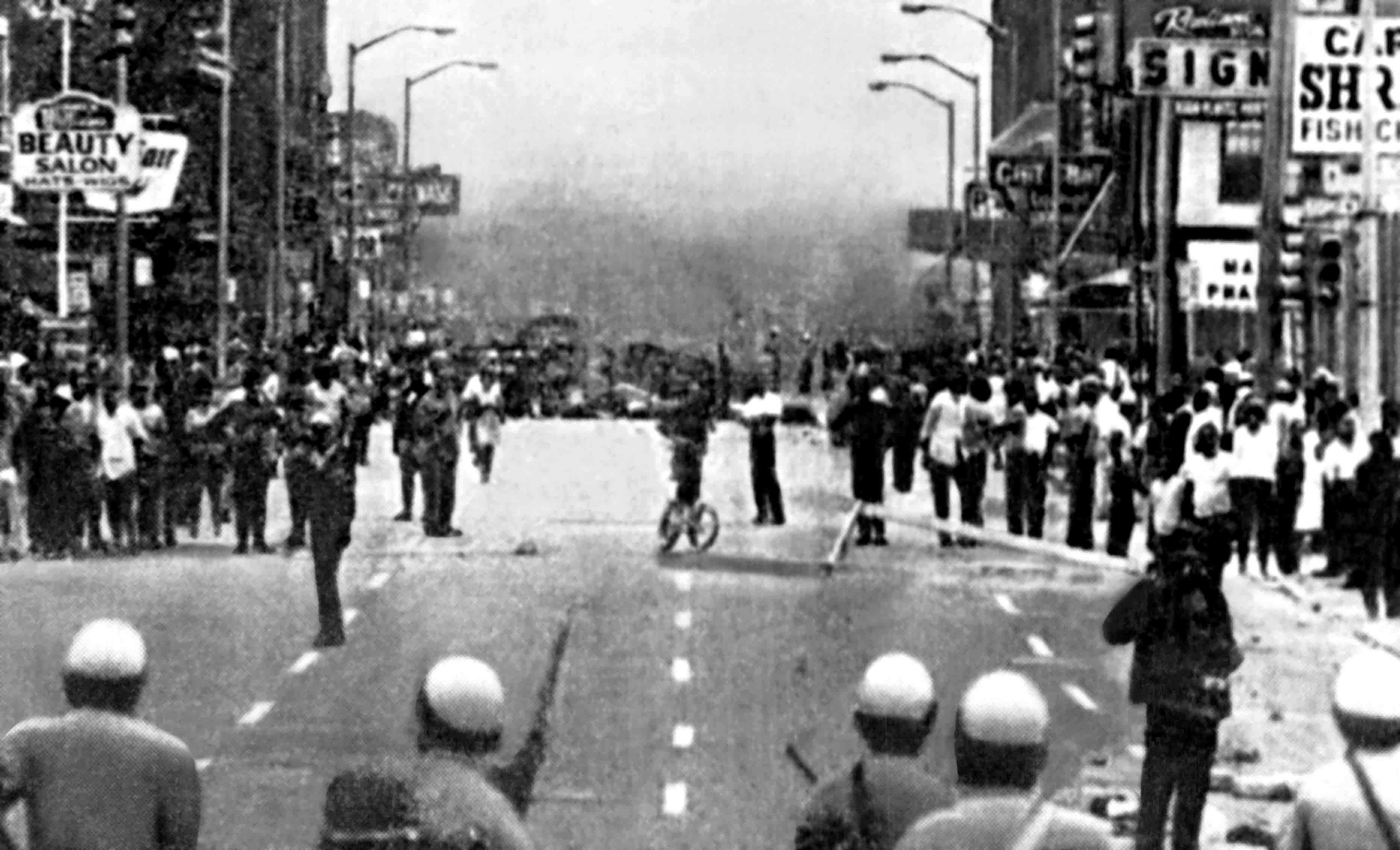 detroit riots Forty years ago, a police raid at an after-hours nightclub in detroit erupted into one of the biggest urban riots in modern american history in the end, more than forty people were dead, two thousand were injured and nearly 1300 buildings were damaged or destroyed.